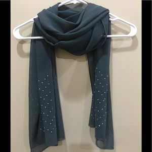 Scarf with silver studs